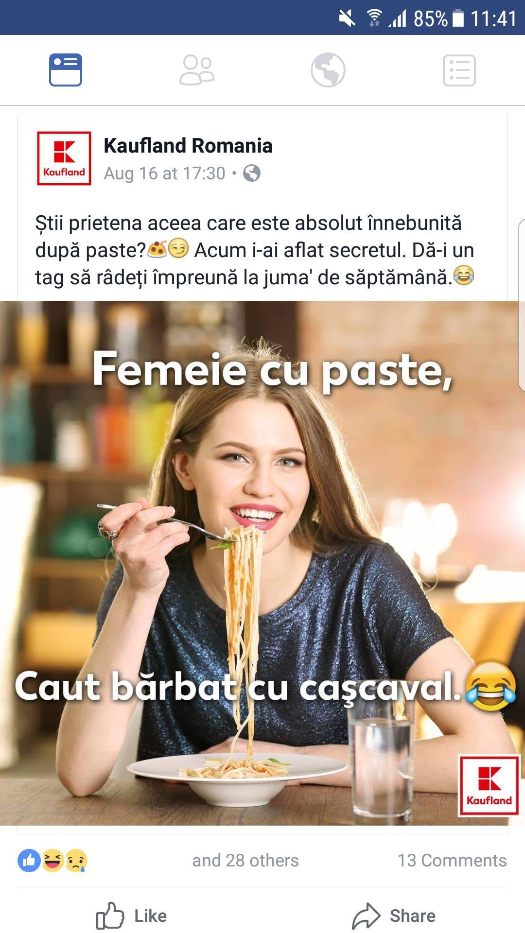 bărbat care caută reclame pentru femei)