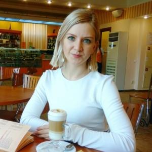 Caut  fete din Alba Iulia)