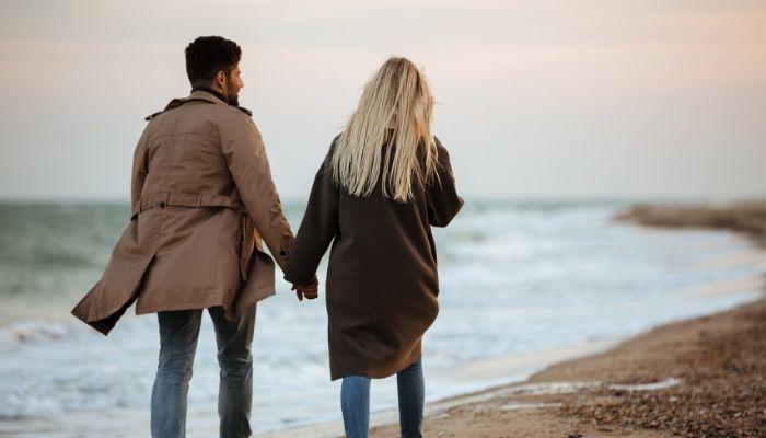 un femei care caută o bărbat pentru o relație liberă