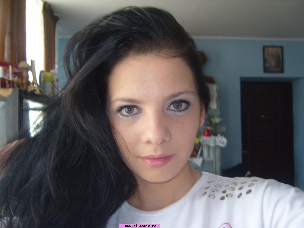 Caut singure fete din București