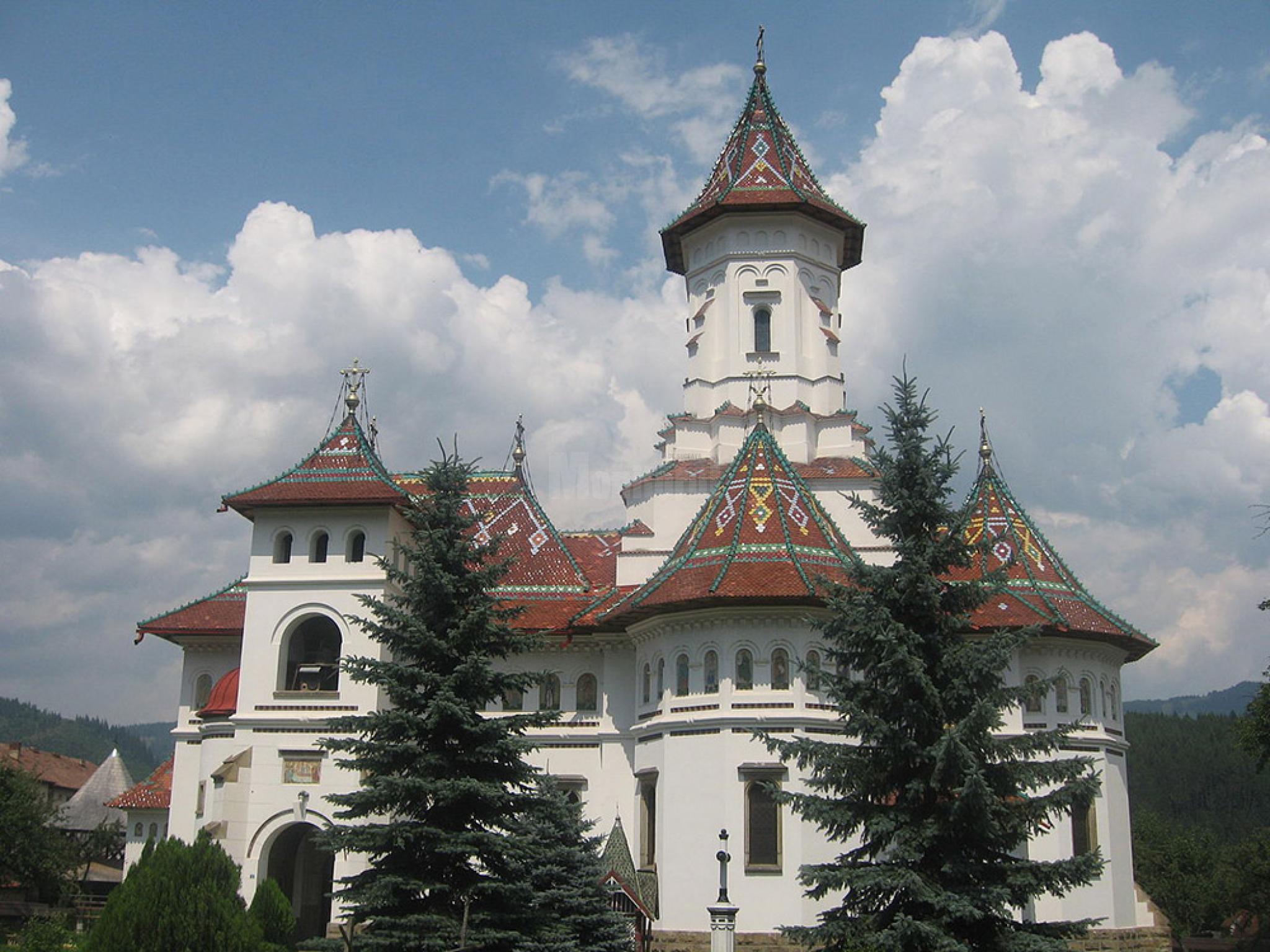 Caut baiat tanar câmpulung moldovenesc. Femeie Singura Caut Barbat Zlatna - Galerie Femei cu poze