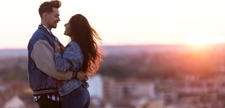 Cele mai bune site-uri și aplicații de întâlnire pentru a flirta și găsi un partener