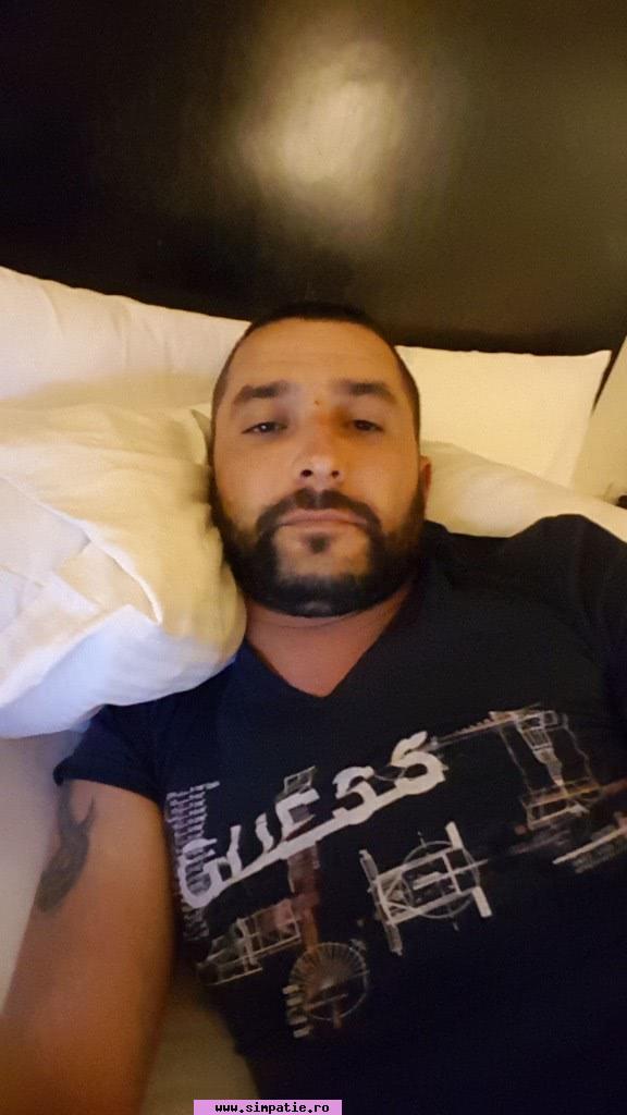 Caut barbat pentru o noapte București
