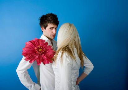 un femei care caută o bărbat de întâlnit)
