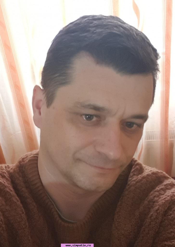 un bărbat din Brașov care cauta femei frumoase din Brașov)