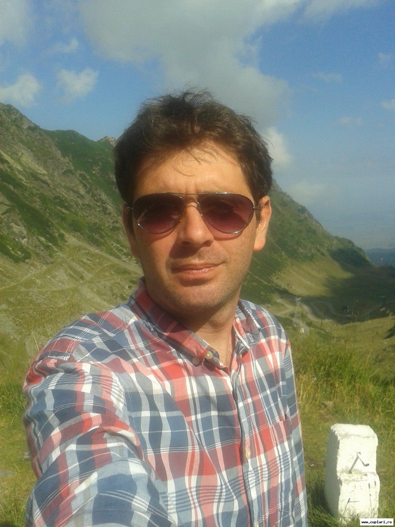 Caut frumoase bărbați din Brașov