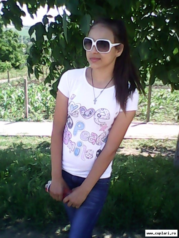 vreau sa fac cunostinta cu fete din moldova